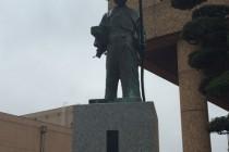 伊勢原市役所銅像